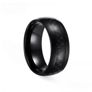 Gewölbter Ring aus schwarzem Edelstahl mit Kohlefaser